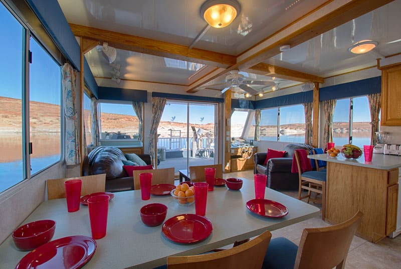 60' eagle houseboat dining room